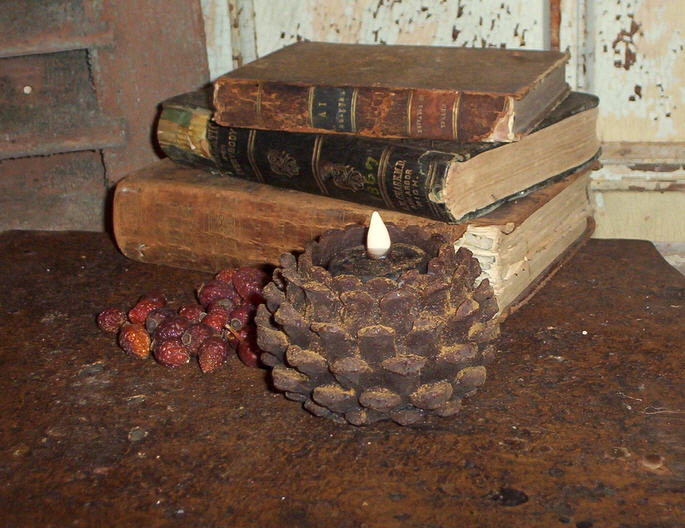 Pinecone Flicker Light-